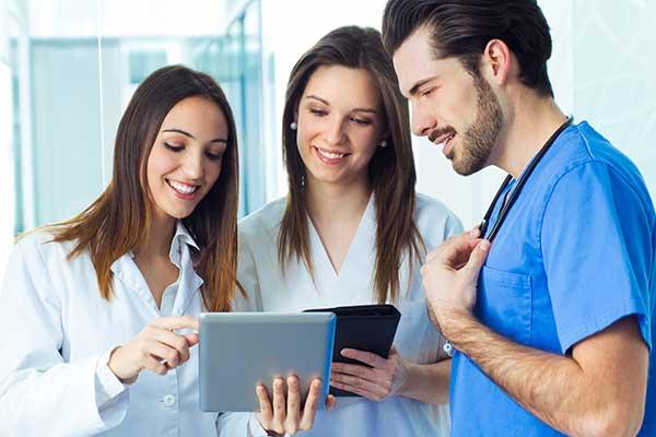 Encontrar trabajo como enfermera en España