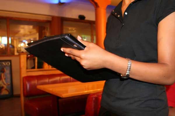 Trabajar de camarera sin experiencia